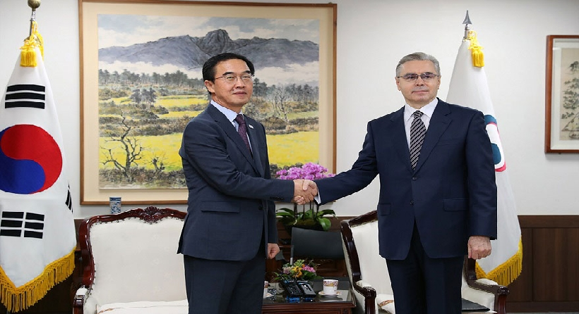 Unification Minister Cho meets with Russian Ambassador to South Korea Alexander Timonin  관련된 이미지 입니다